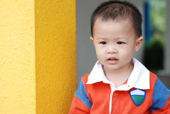 Little boy rely the pillar Royalty Free Stock Photos