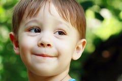 Little Boy skratta Arkivfoto