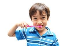 Little Boy som borstar tänder Arkivbilder