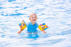 Little boy in swimming pool Stock Photography