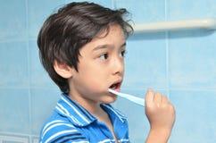 Little Boy Szczotkuje zęby Obraz Royalty Free