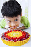 Little boy with tasty fruit pie Stock Photography
