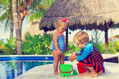Little boy and toddler girl playing in swimming Stock Photography