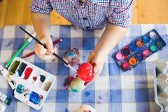 Little Boy używać Wodnych kolory Malować W Domu fotografia royalty free