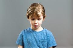 Little Boy uttryck - lymmel får fångade arkivfoto