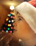 Little Boy am Weihnachten Stockfotografie