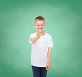 Little boy in white t-shirt pointing his finger Royalty Free Stock Photos