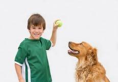 Little Boy y su perro Fotografía de archivo