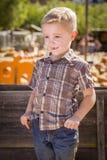 Little Boy Z rękami w Jego kieszeniach przy Dyniową łatą Obraz Stock