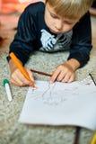 Little Boy-Zeichnungs-Bilder auf Halloween Stockbilder