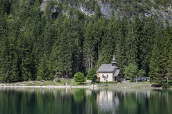 The little church on the lake Royalty Free Stock Photography