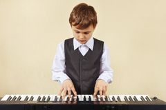 Little cut boy play the keys of synth Royalty Free Stock Photos