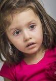 Little förvånadt/skrämmde flickan Arkivfoton
