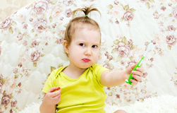 A little girl is cleaning her own teeth. royalty free stock photography