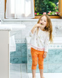 Little girl cleaning the teeth Royalty Free Stock Images
