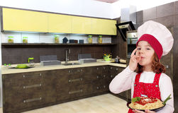 Little girl cook with spaghetti Royalty Free Stock Photos