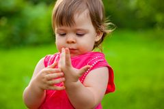 Little girl counting her fingers Stock Photos