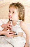 Little girl and the doctor for a checkup examined Royalty Free Stock Photos