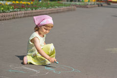 A little girl draws Royalty Free Stock Photo