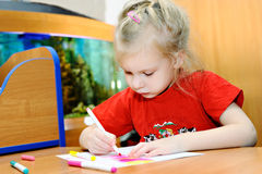 The little girl draws felt-tip pens Royalty Free Stock Images
