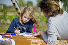 The little girl draws in nature. Royalty Free Stock Photos