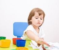 Little girl draws paint Royalty Free Stock Photos