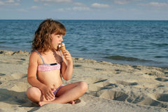Little girl eat ice cream Royalty Free Stock Images