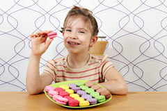 Little girl eat macaroons Royalty Free Stock Photos