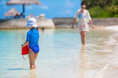 Little girl and happy mother during beach vacation Stock Photography