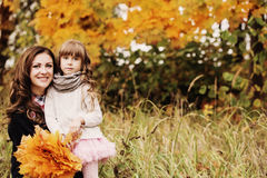 Little girl and her mother in  autumn park Royalty Free Stock Photos