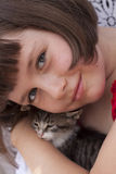 Little girl hugging kitten Royalty Free Stock Images