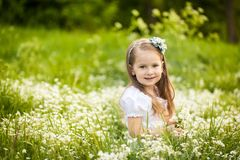 Free Little Girl In A Field With White Flowers Royalty Free Stock Photo - 111575775