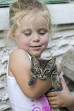 Little girl and kitten Royalty Free Stock Photos