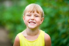 Free Little Girl Laughing And Showing Her Teeth Stock Photography - 143979712