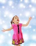 The little girl looks up Royalty Free Stock Photography