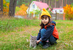 Little girl pats the cat Royalty Free Stock Photos