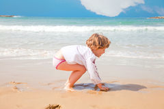 Little girl playing with sand Royalty Free Stock Photography