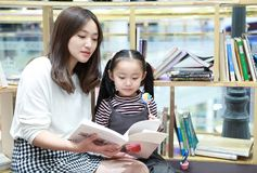 Little girl practice reading in the Brilliantly illuminated Market stock photography