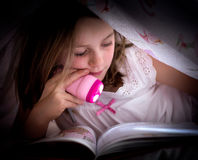 Little girl reading Royalty Free Stock Images