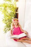 Little girl reading Royalty Free Stock Photos