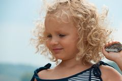 Little girl with shell Stock Photography