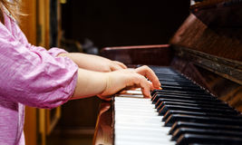 Little girl studing to play the piano Royalty Free Stock Photography