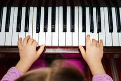 Little girl studing to play the piano Royalty Free Stock Photo