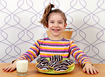 Little girl with sweet chocolate donuts Royalty Free Stock Photos
