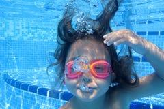 Little girl underwater Royalty Free Stock Photos