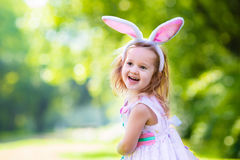 Little girl with white board for Easter greetings Stock Photography