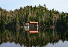 Little house in Canada. In the heart of Canada I see this very nice house over a very quiet lake Stock Image