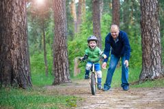 Little kid boy of 3 years and his father in autumn forest with a Stock Photos