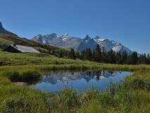 Little Lake och bergskedja Arkivfoto