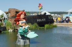 Little mermaid y lago tóxico, Dismaland Imagenes de archivo